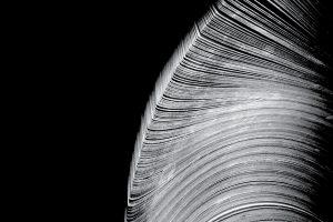 Near the Parenthesis「Helical」(n5md)〜粒子のように細かなデジタルサウンドと美しいピアノが親密に漂うビートレスのアンビエント作